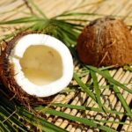 Fulgii de nucă de cocos reduc colesterolul rău și îl cresc pe cel bun