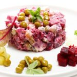 Salata de sfecla rosie cu castraveti murati