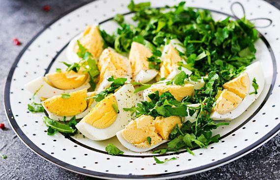 Salata de oua cu ceapa verde si lamaie