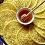 """Clătitele marocane """"Baghrir"""" – elastice și aerate ca un burete"""