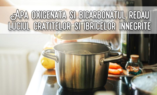 Apa oxigenata si bicarbonatul reda luciul cratitelor si ibricelor innegrite