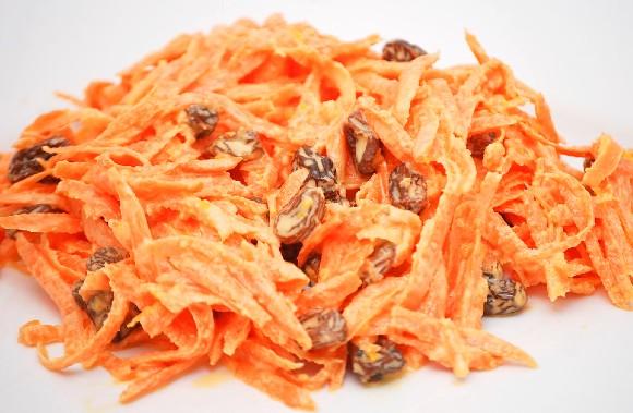 Salata de morcov cu stafide si maioneza