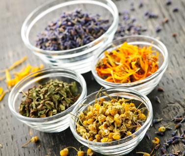 Ceaiuri şi Tincturi Care Tratează Simptomele Menopauzei