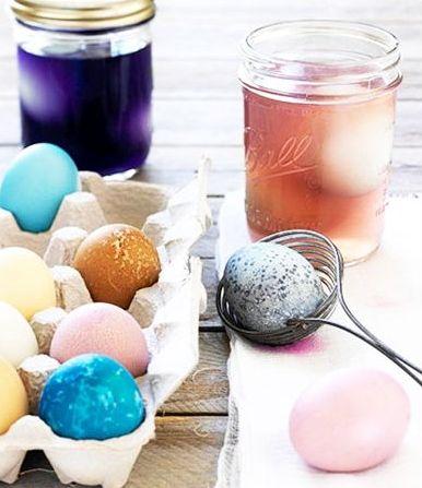 nCum Să Vopseşti Ouă de Paşti Natural: Cu Sfeclă, Coji de Ceapă şi Cafea