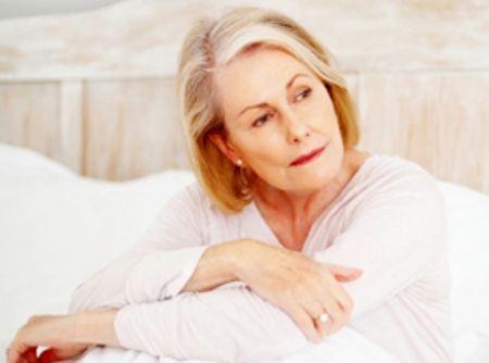 Uscăciunea Vaginală de la Menopauză – Simptome, Tratamente Naturiste