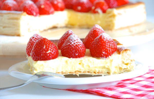 Rețetă Tartă de Căpșuni cu Cremă de Vanilie