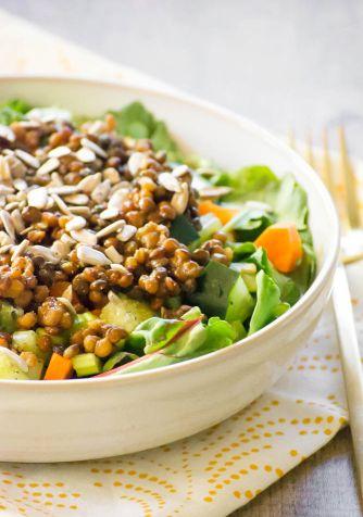 Salată Mediteraneană cu Linte – Rețetă