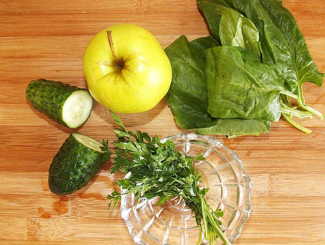 Smoothie din Castravete, Măr și Spanac